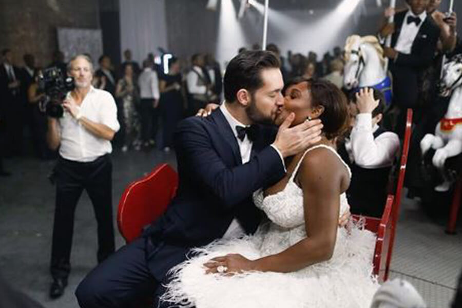 alexis ohanian and serena williams kiss