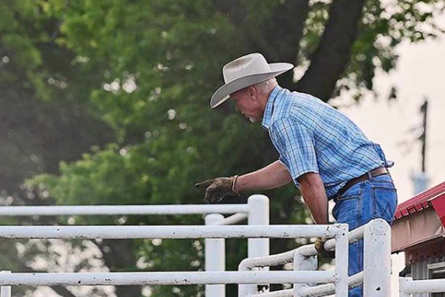 ladd drummond working on the ranch