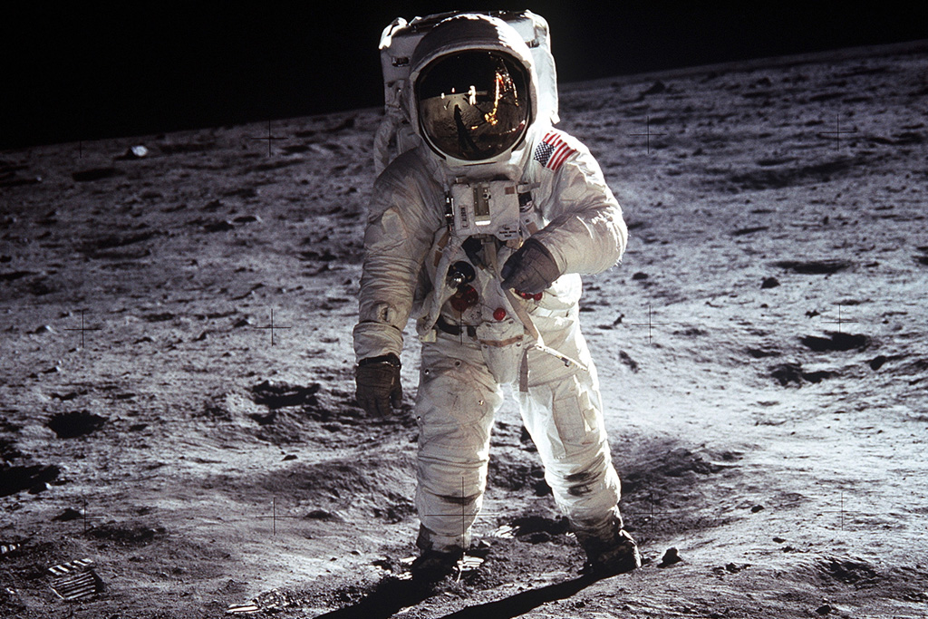 buzz aldrin on the moon claimed for freemasons