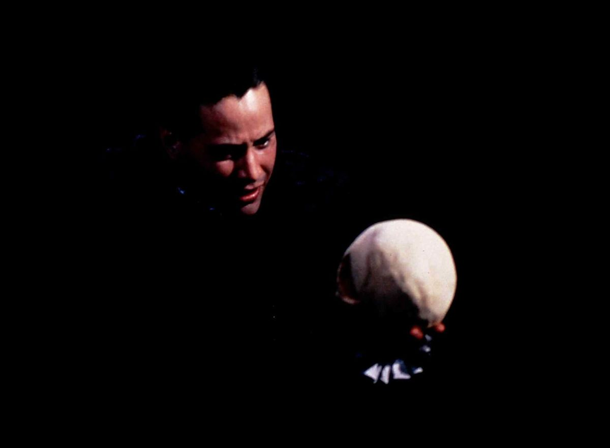 MTC Keanu Reeves in the role of Hamlet