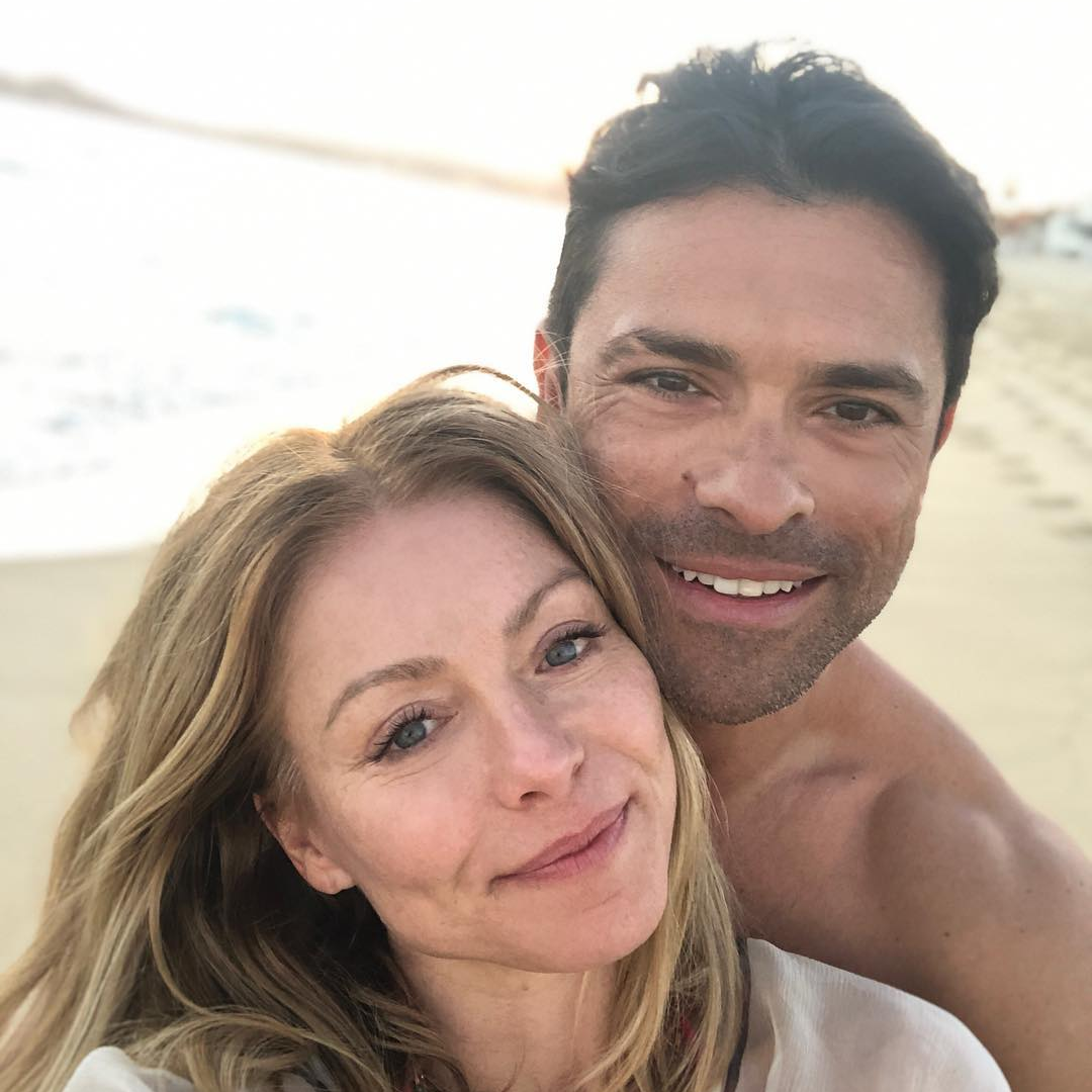 kelly ripa and mark consuelos on vacation