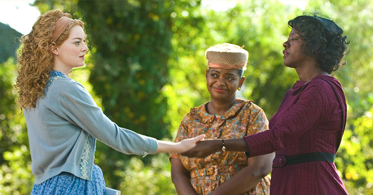 emma stone holding hands with viola davis next to octavia spencer