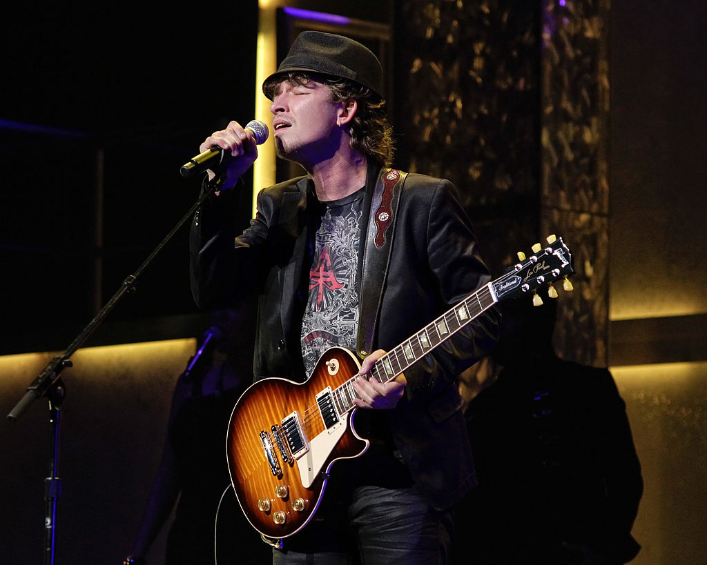 GettyImages-105059871 Michael Grimm performs at America's Got Talent tour at the Nokia Theatre
