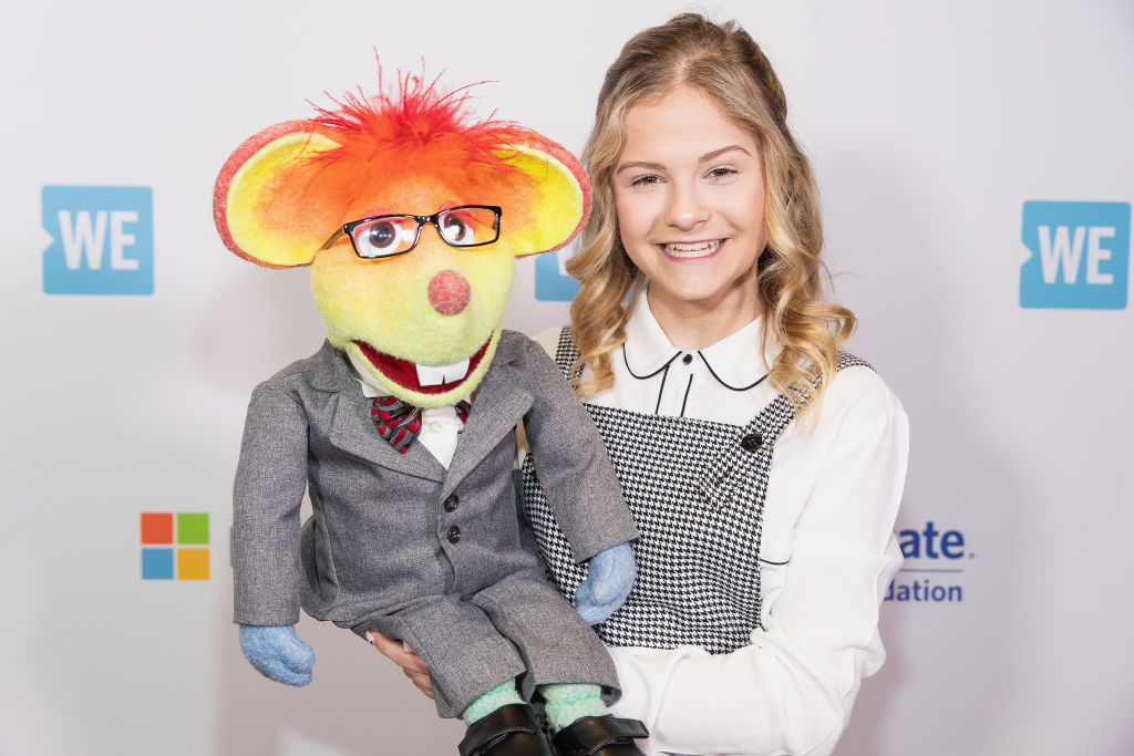 GettyImages-1137996748 Darci Lynne poses for a photo with her puppet Oscar The Mouse