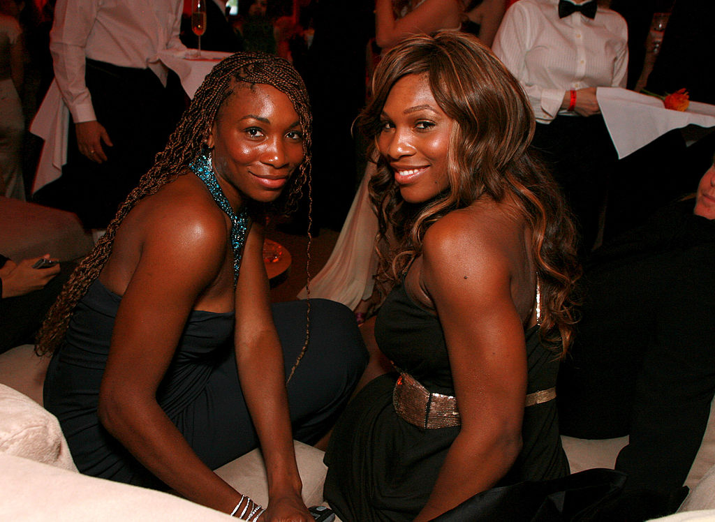GettyImages-117512776 Venus Williams and Serena Williams during 2006 Vanity Fair Oscar Party Hosted by Graydon Carter at Morton's in Beverly Hills, California