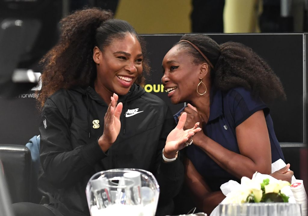 GettyImages-927786690 Serena Williams (L) of the US speaks with her sister Venus WIlliams (R) before their matches in the Tie Break Tens New York tournament at Madison Square Garden