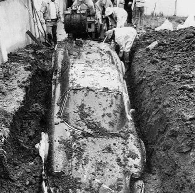 buried-car-01