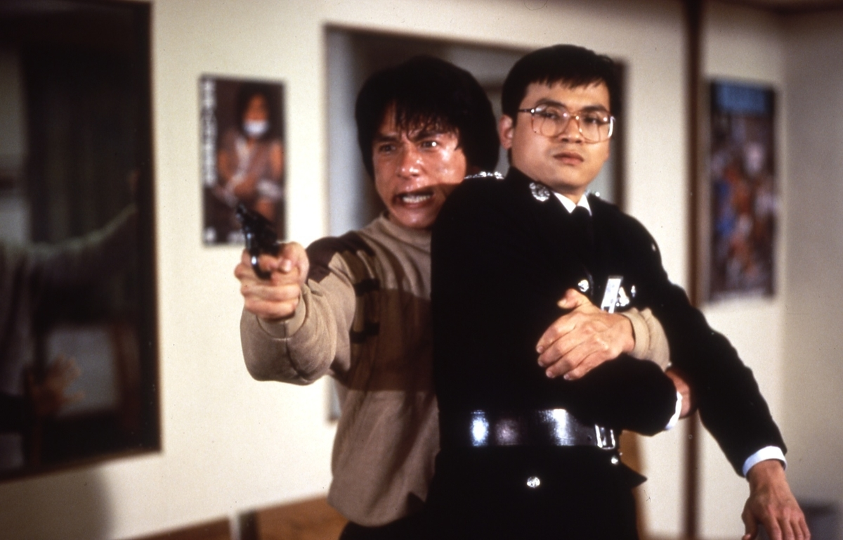 jackie chan holding hostage in police story