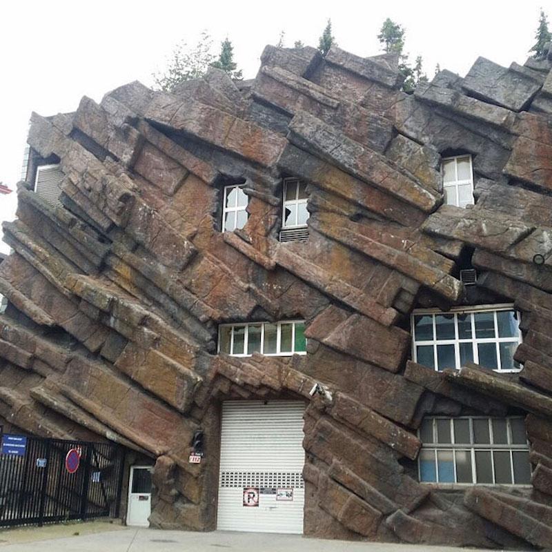 house looks like a pile of rubble