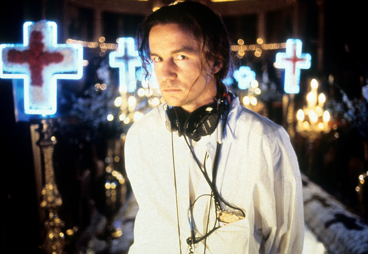 director baz luhrmann on set of romeo and juliet