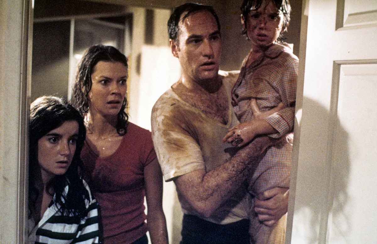 screencap from 1982 horror film poltergeist with craig T nelson and jobeth williams