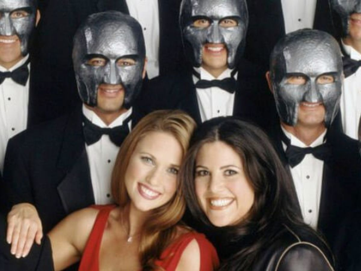 masked me standing behind monica lewinsky and a bachelorette