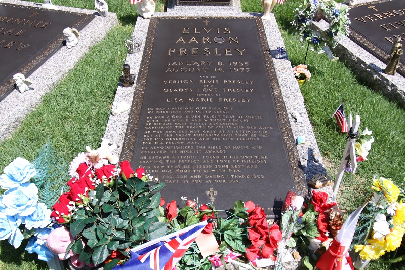 elvis-presley-tombstone