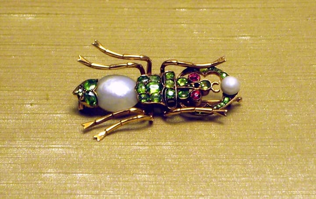 Brooch that looks like an insect