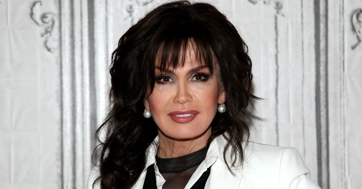 marie osmond posing for a picture