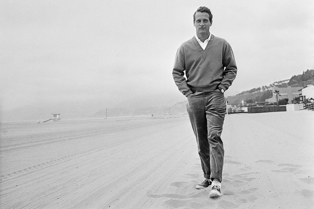 Paul Newman walking on the beach