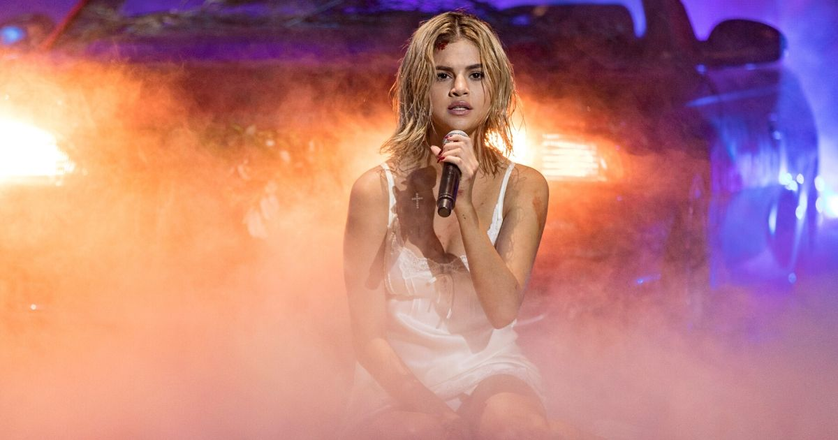 Selena Gomez performs 'Wolves' onstage during the 2017 American Music Awards