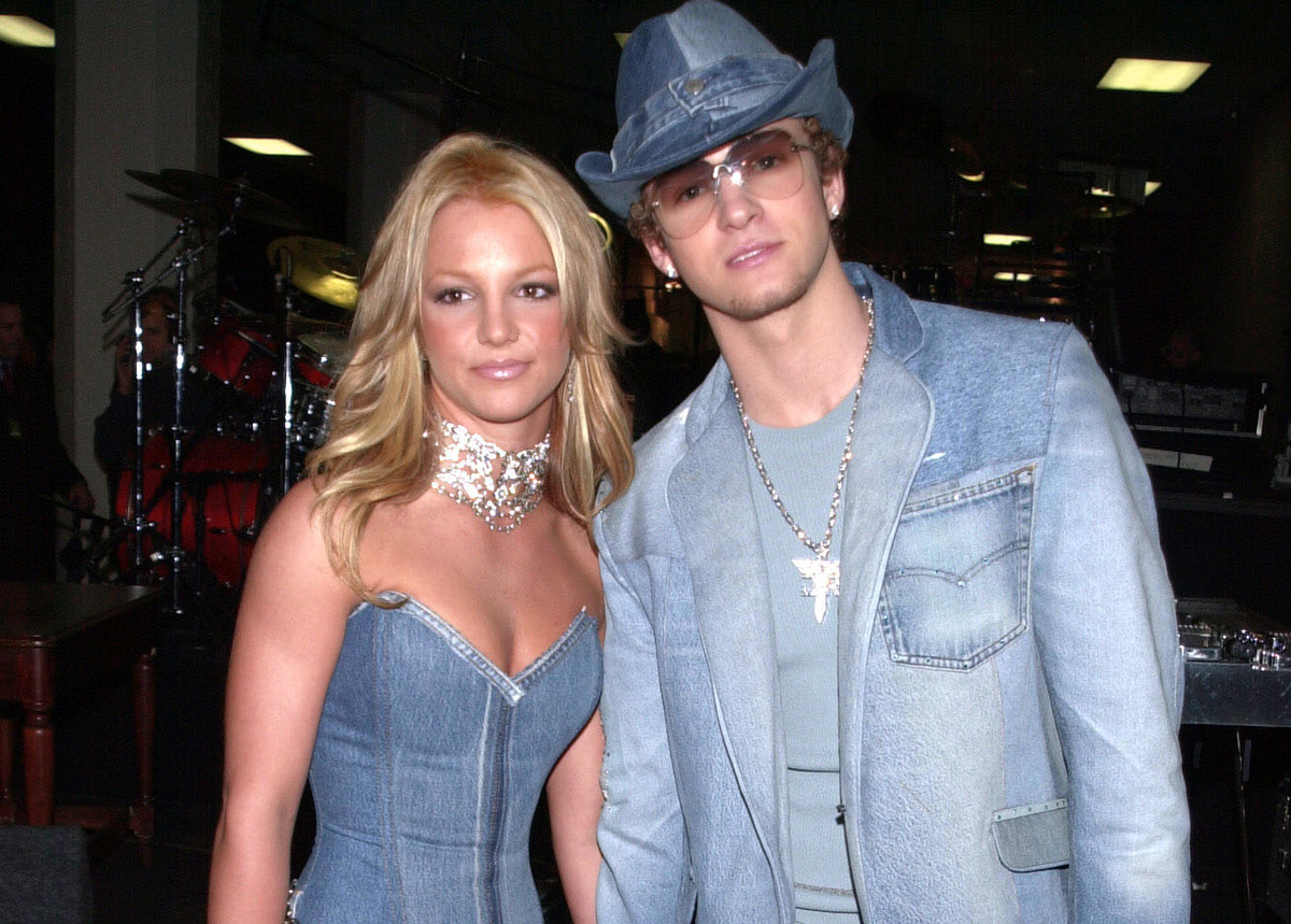 Britney Spears and Justin Timberlake wear entire outfits of denim to the American Music Awards.