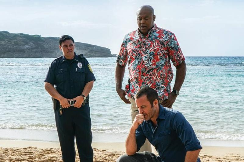 cast of hawaii five-0 on a beach