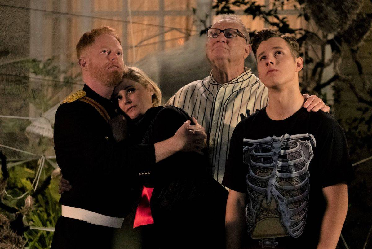 some of the cast of modern family in a still from the show