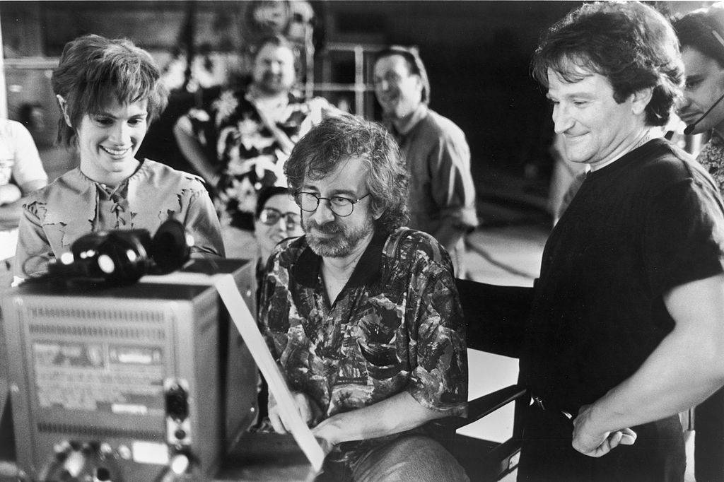 julia roberts, steven spielberg, and robin williams watching footage from Hook