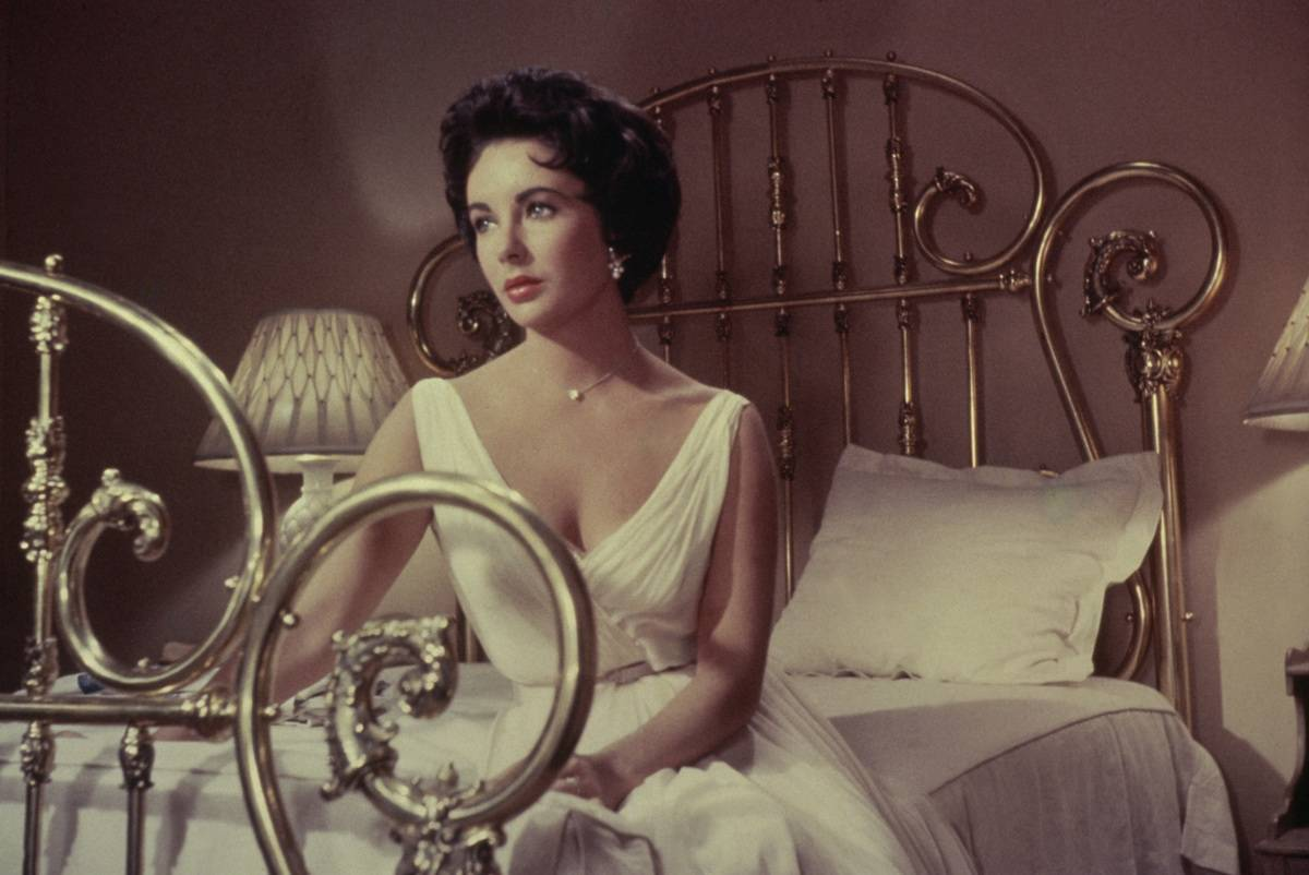 Maggie Pollitt In Cat On A Hot Tin Roof