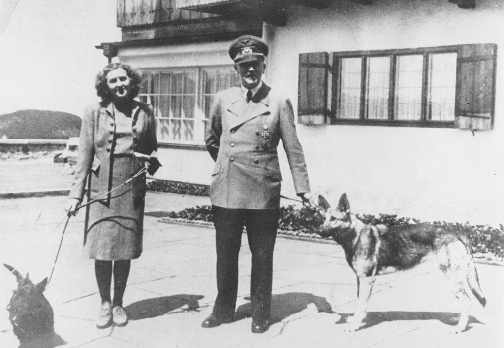 Picture of Eva Braun and Hitler