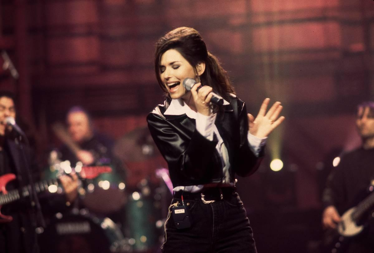 Shania Twain sings At The David Letterman Show.