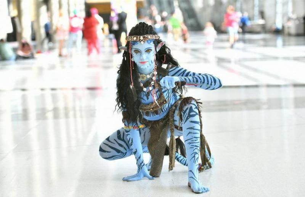 A fan cosplays as Avatar Na'vi