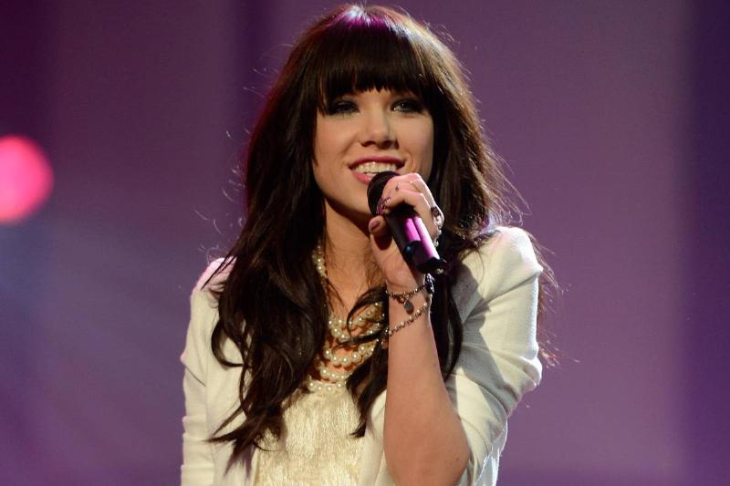 Carly Rae Jepsen performs at the 2012 AMAs.