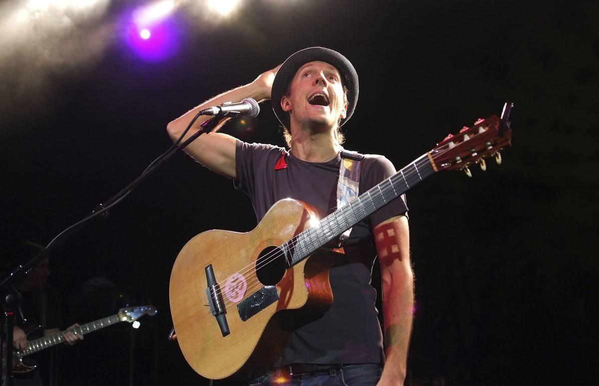 Jason Mraz performs in the UK in 2007.