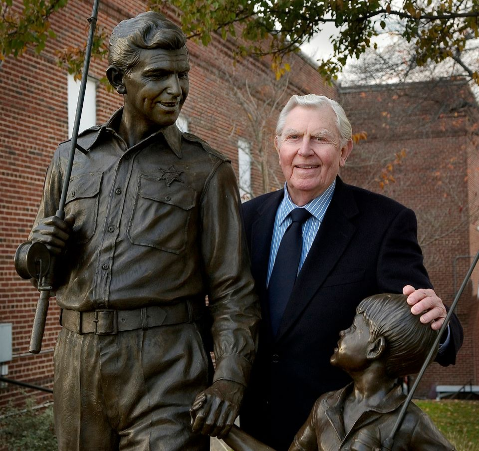Andy_Griffith_and_statue_mt_airy.jpg