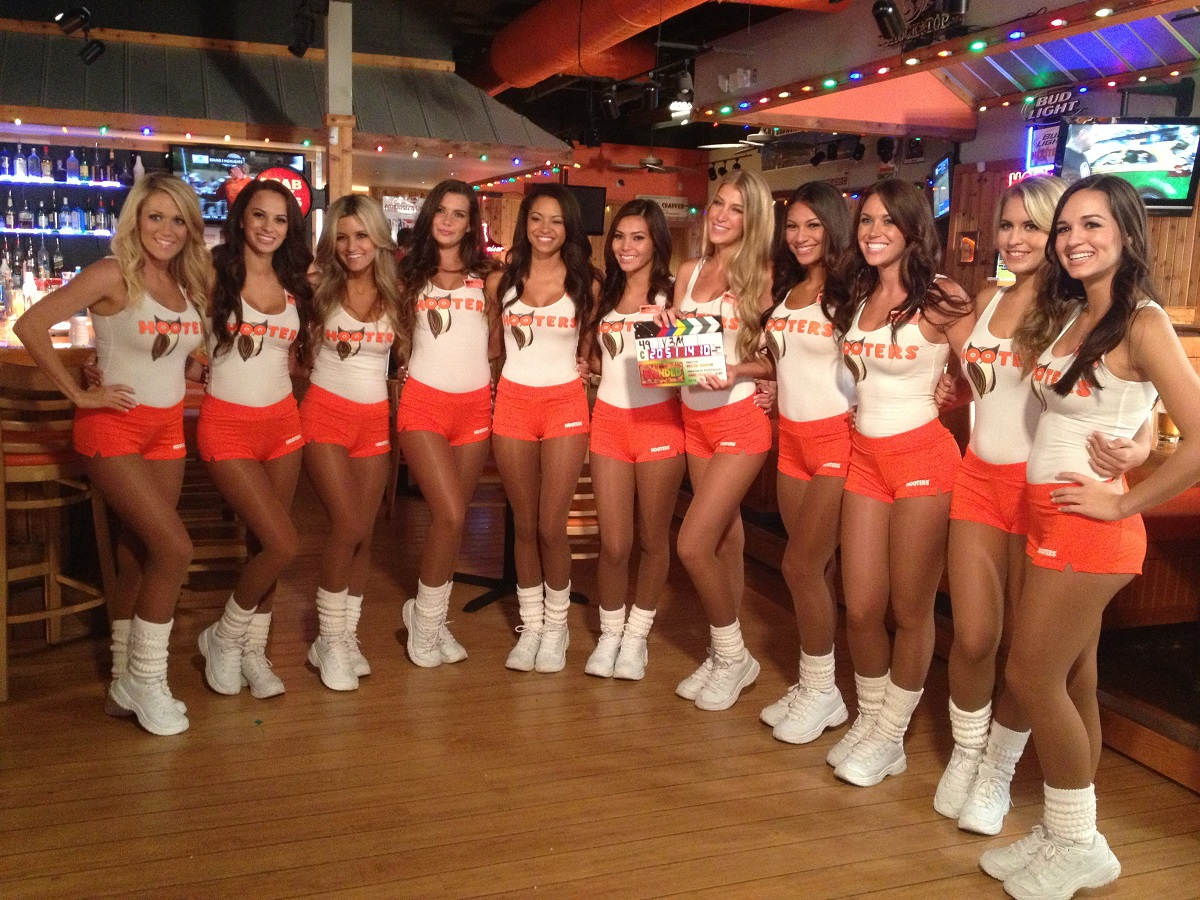 Hooters girls swap tops.JPG