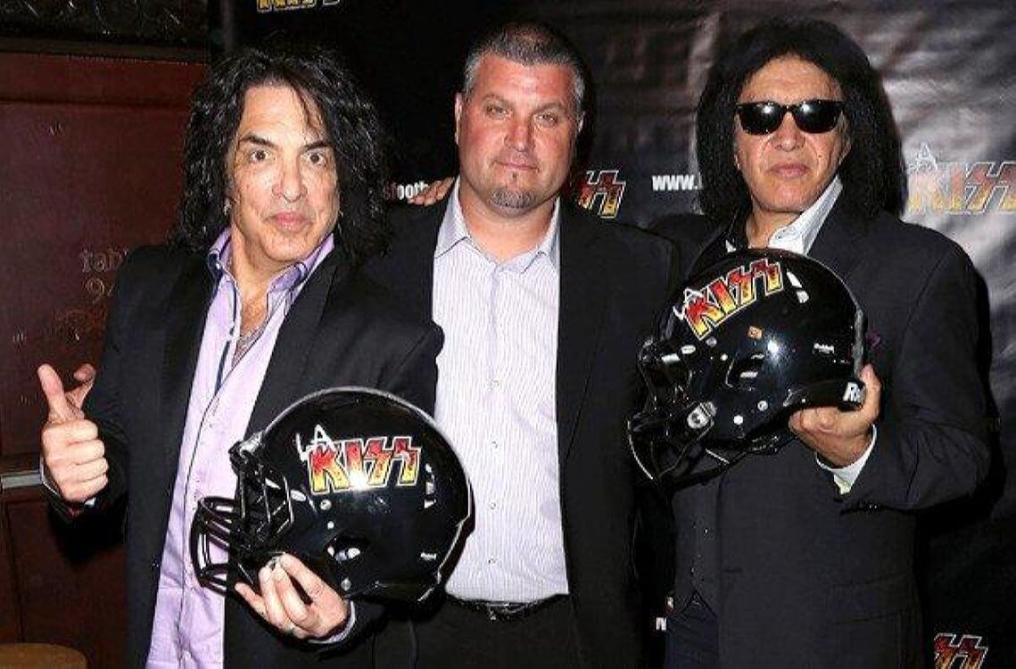 Paul Stanley and Gene Simmons – The LA Kiss