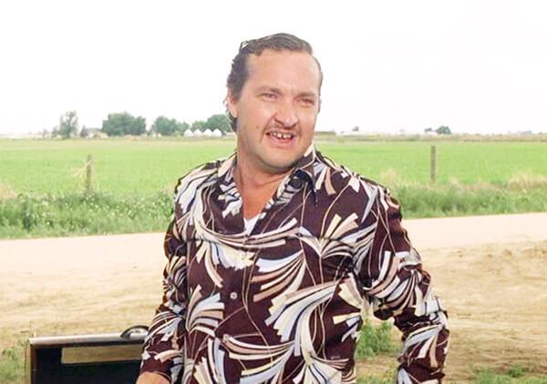 Randy Quaid as Cousin Eddie
