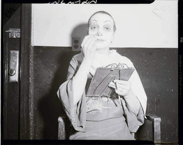 Female-Clown-for-Barnum-Circus.jpg