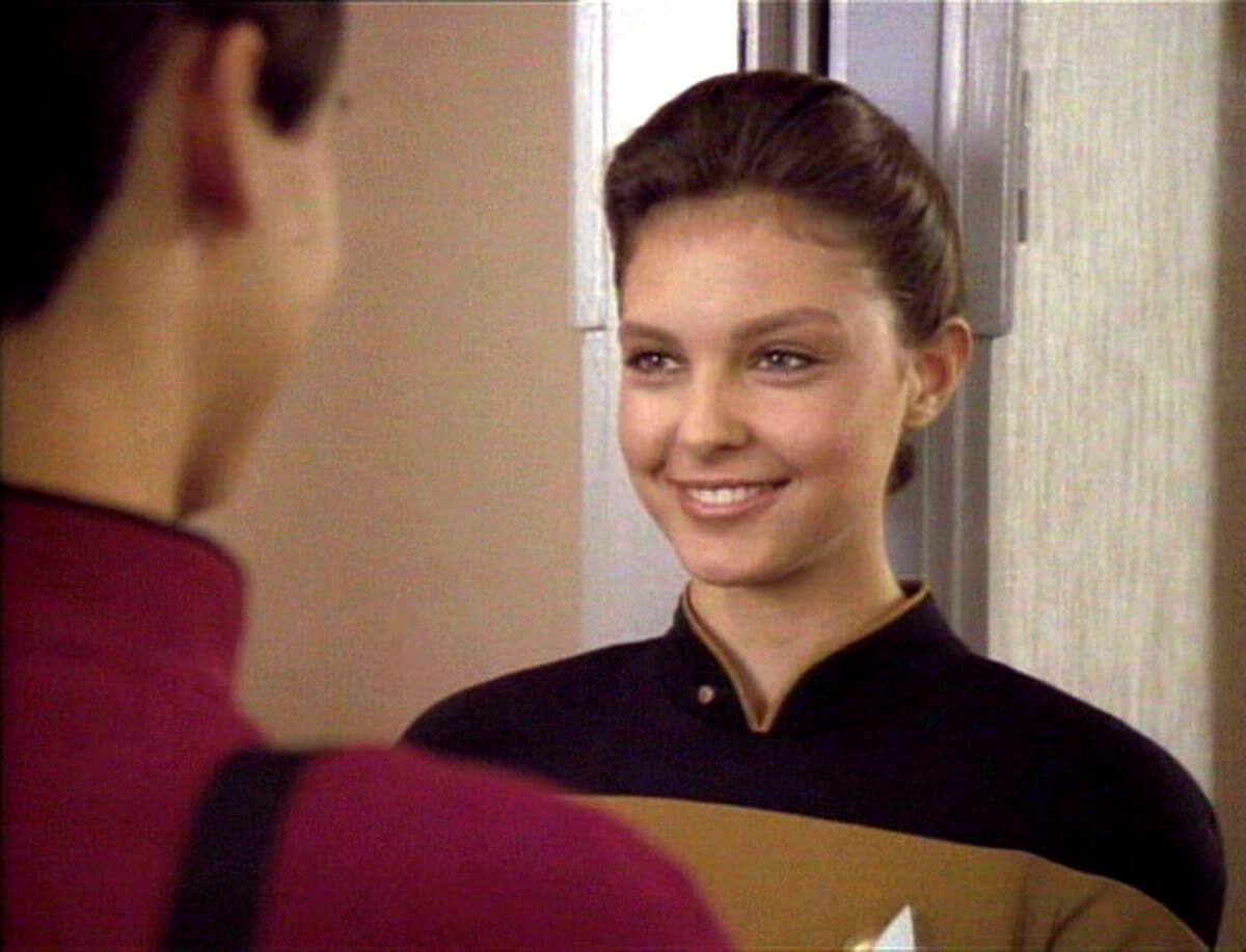 Ashley Judd as Ensign Robin Lefler