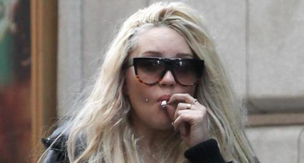 Amanda-Bynes-Smoking.jpg