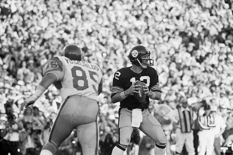 Jack Youngblood played in the Super Bowl with a broken leg