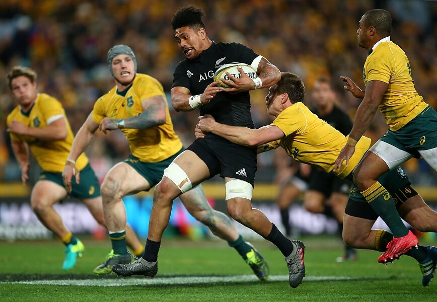 Australia plays New Zealand in Rugby