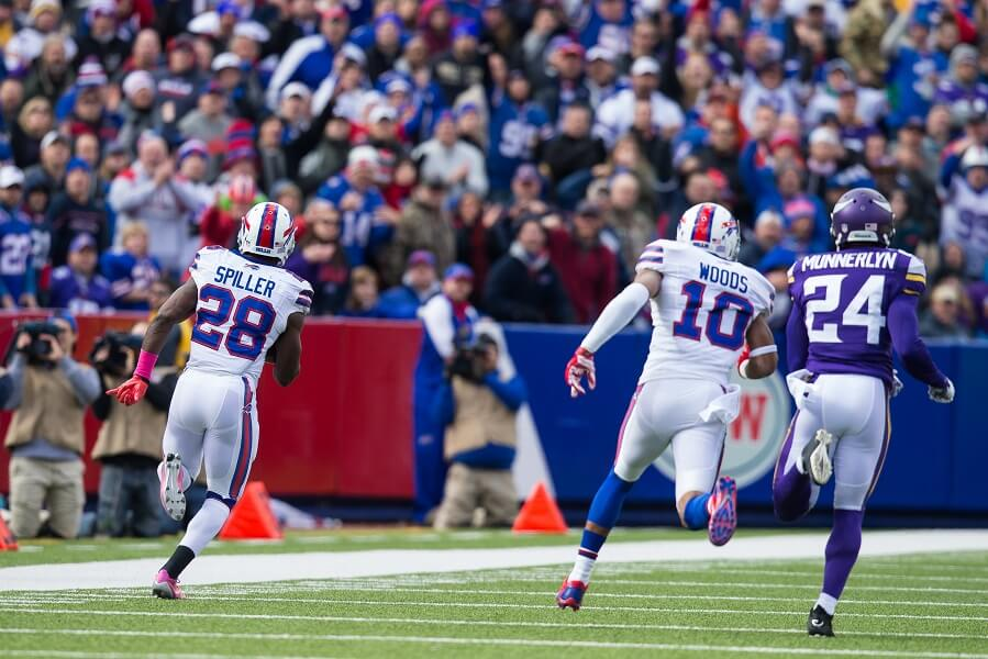CJ Spiller runs for a long touchdown