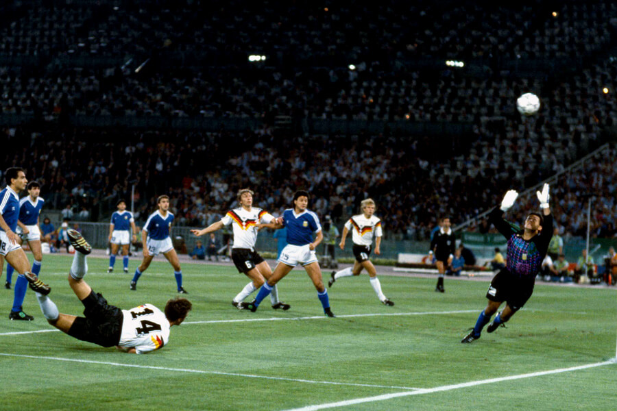 argentina goalie 1990.jpg